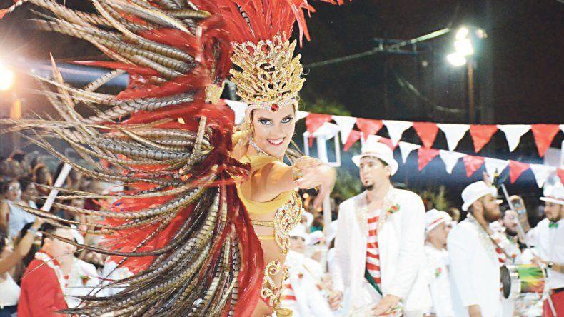 Cuando el sol se oculta, Entre Ríos se viste de carnaval