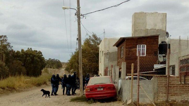 Se realizan tres allanamientos por causas que involucran a un efectivo policial