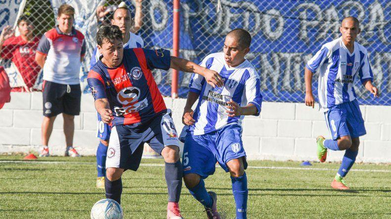 El conjunto comodorense ganó el pasado domingo y quiere repetir el festejo para ser puntero junto a Sarmiento.