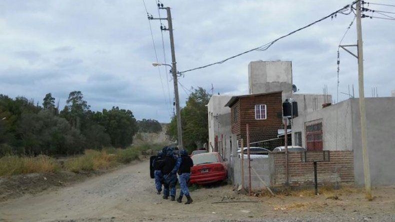 La vivienda en la que fue identificado ayer el policía Cristian Valenzuela en el Cordón Forestal. Se lo investiga por dos hurtos y un abuso.