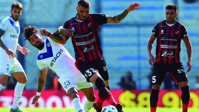 Vélez no pudo hacer pie ante un Patronato que le ganó con muy poco.