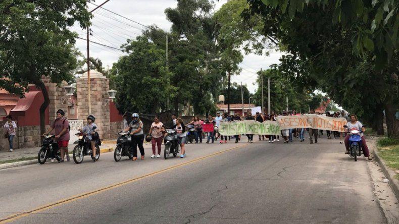 Por la muerte de Emanuel Garay ayer hubo manifestaciones frente a la residencia del gobernador.