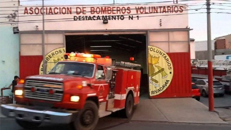 Una mujer sufrió principio de intoxicación al quemarse su  casa en el Córdon Forestal