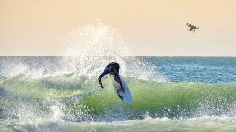 Santiago Muñiz volvió a surfear hace 45 días en Mar del Plata y empezó a desplegar su arsenal. Confía en volver a su máximo nivel.