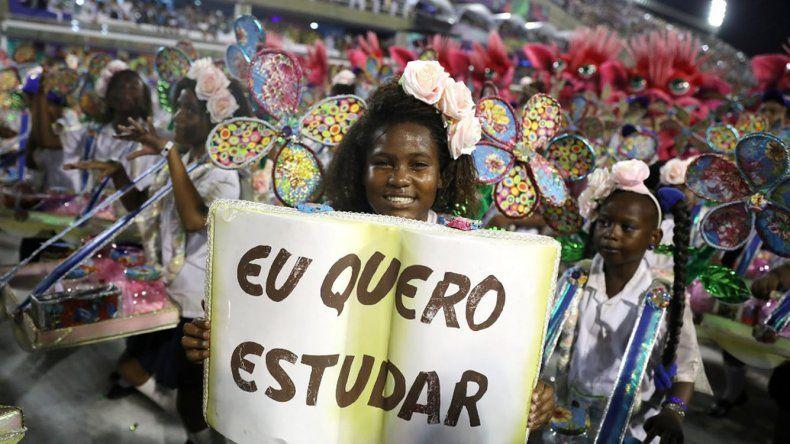 El Carnaval de Río se caracterizó por la crítica social contra el sistema político y los empresarios.