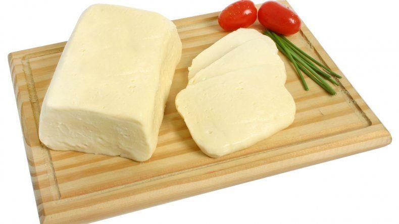 Prohíben el consumo de un queso cremoso y un aceite de oliva