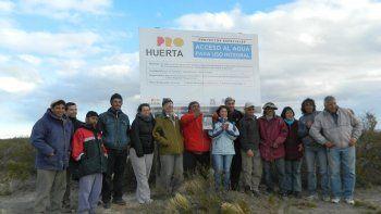 El proyecto del INTA Chubut tuvo por objetivo que estas familias puedan proveerse de agua para consumo y el riego de pequeñas huertas y parcelas de cultivo.