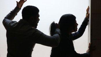 detuvieron a un hombre por golpear a su pareja