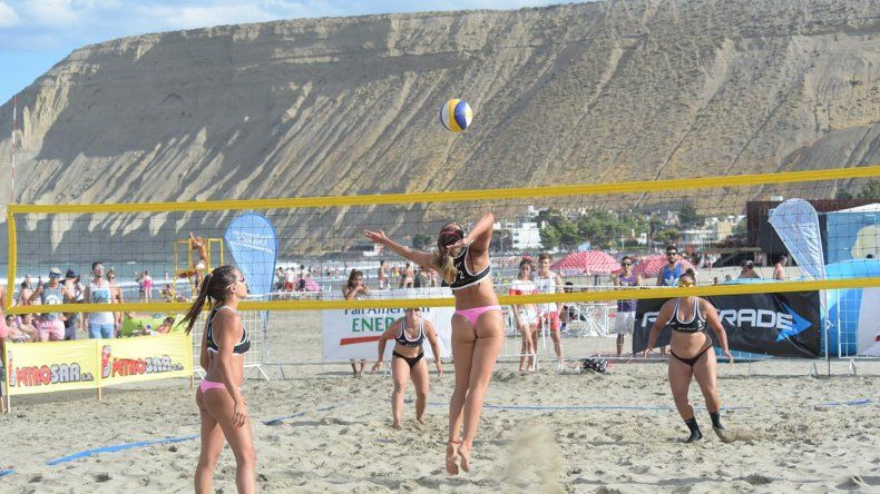 El mejor vóleibol playero a nivel país propone su espectáculo desde ayer en Rada Tilly.