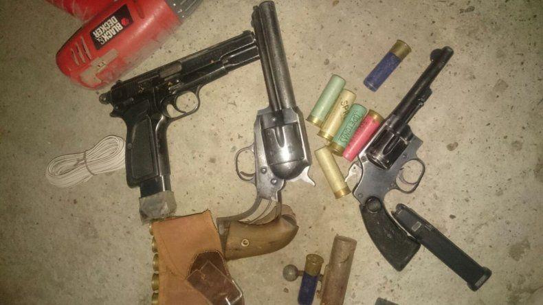 En un allanamiento encontraron armas de guerra y marihuana