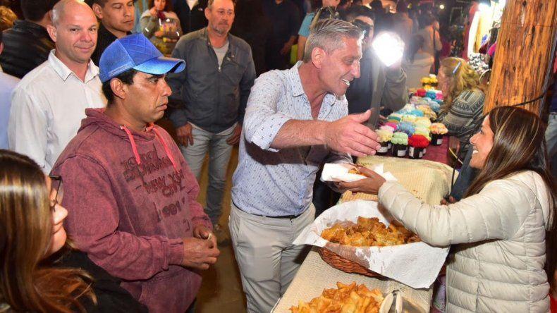 El gobernador recorrió la Fiesta del Bosque en Lago Puelo