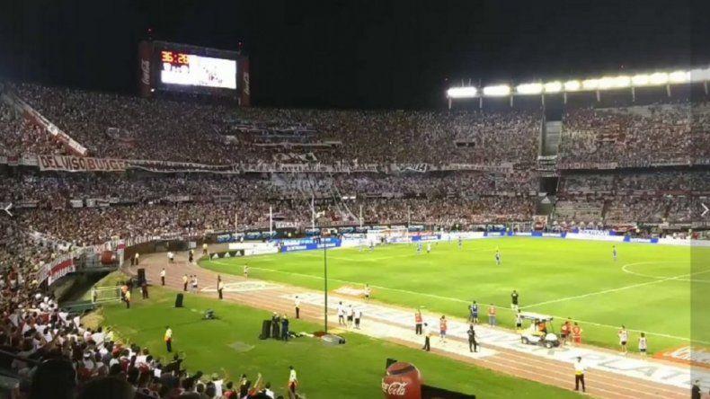 La hinchada de River también cantó contra Macri