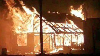 bomberos combatieron un incendio de una vivienda de laprida