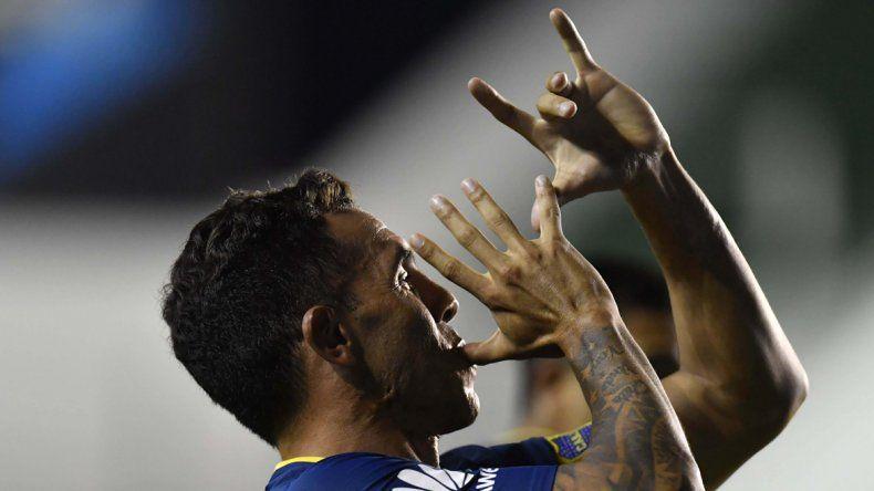Carlos Tevez le dio el triunfo a Boca el domingo en el Florencio Sola frente a un Banfield que presentó un equipo lleno de juveniles.