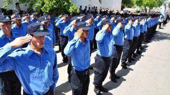 condecoran a cuatro policias de comodoro