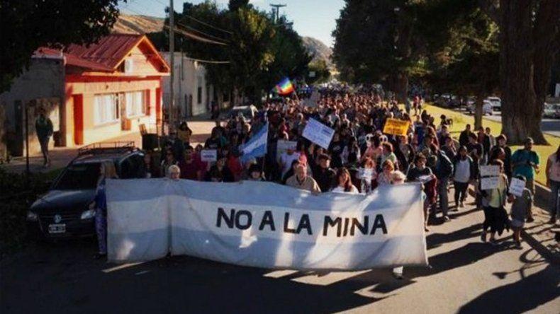 Contundente marcha contra la megaminería  en Esquel