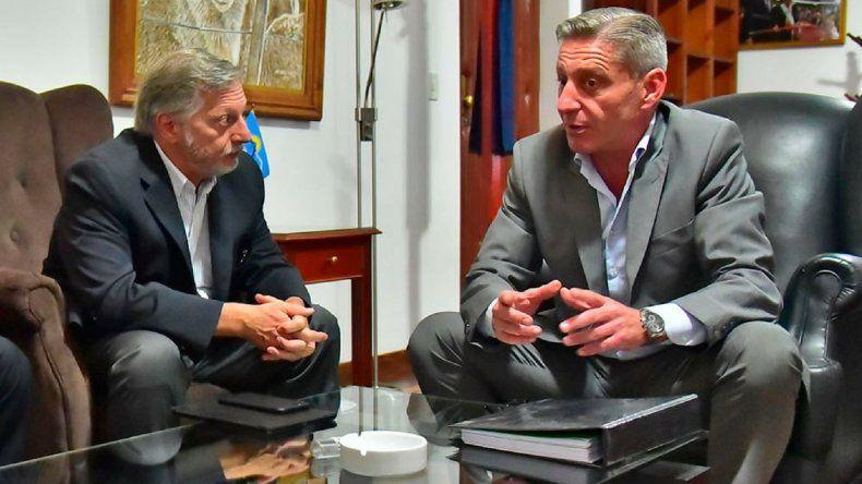 Arcioni le pidió a Aranguren desarrollar la energía eólica en la provincia