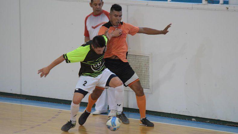 El torneo Clausura de fútbol de salón se reanudó el último fin de semana en el gimnasio municipal 1.