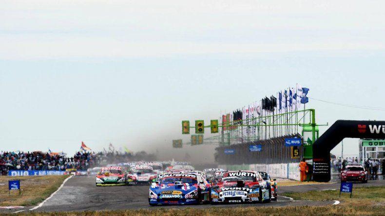 El TC comenzó con éxito la temporada 2018 cuya primera competencia del año tuvo como escenario al autódromo de Viedma donde asistieron cerca de sesenta mil personas.