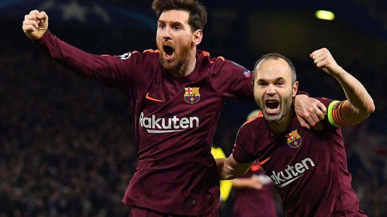 Lionel Messi festeja junto a Andrés Iniesta