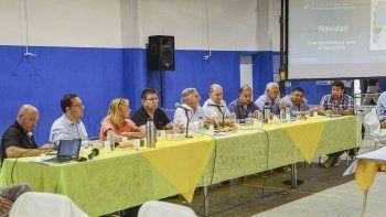 El ministro de Energía de la Nación, Juan José Aranguren, encabezó la cumbre a favor de la minería que se desarrolló ayer en Telsen.