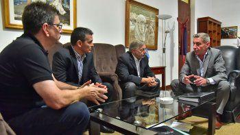 arcioni dialogo con el ministro sobre mineria,  pero tambien sobre petroleo y energia eolica