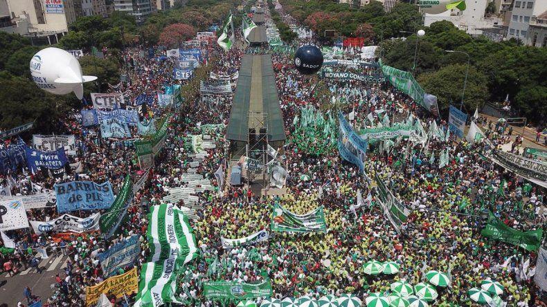 Cerca de 500.000 personas marcharon contra las políticas de ajuste