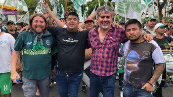 Jorge Taboada y otros integrantes de la comisión directiva del Sindicato de Camioneros Chubut durante el acto de ayer en Buenos Aires.