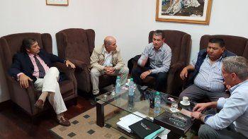 La reunión que los dirigentes petroleros mantuvieron el martes en Rawson con el gobernador Mariano Arcioni.