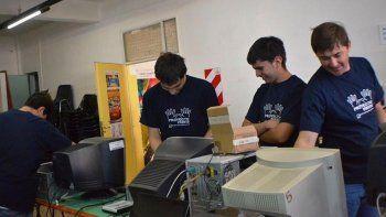 Proyecto Puente inicia su noveno año de trabajo, luego que en 2017 entregó 200 computadoras a trece instituciones.