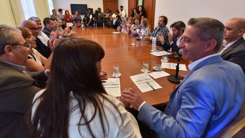 Arcioni firmó contrato para la reparación de la Escuela 154, afectada en el temporal