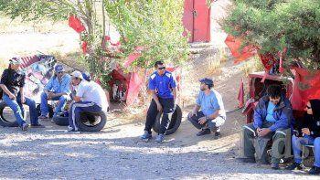 vigilia de desocupados en ingreso oeste de caleta olivia