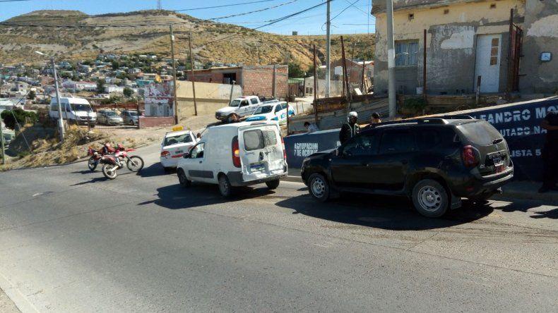 Tras choque múltiple una mujer que viajaba en taxi resultó herida