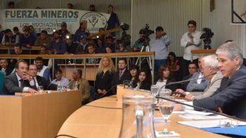 En la sesión extraordinaria que fue presidida por el vicegobernador Pablo González, estuvieron presentes una delegación de mineros y el comisionado de fomento de Cañadón Seco, Jorge Soloaga, impulsor de la Emergencia Hidrocarburífera.