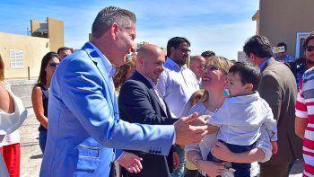 Arcioni y Sastre encabezaron ayer la entrega de viviendas en Puerto Madryn.