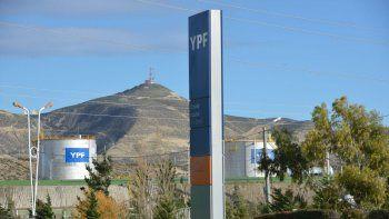arcioni anuncio que chubut revertira dos areas de concesion de ypf