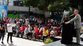 El gobernador al pronunciar ayer su discurso durante el acto por el 117° aniversario de Comodoro Rivadavia.