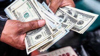 El dólar se dispara 24 centavos al récord de $ 20