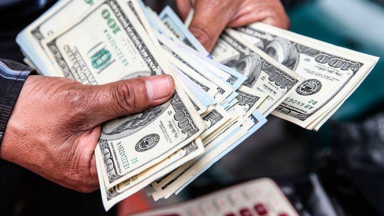 El dólar se dispara 24 centavos al récord de $ 20,79