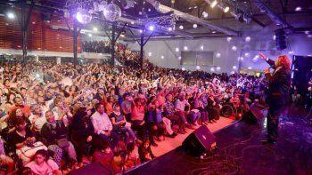 Pomada brindó uno de los espectáculos del viernes en el Centro Cultural, donde con un lleno total se realizó la Noche del Recuerdo.