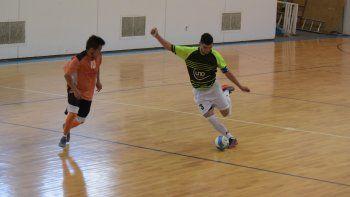 El fútbol de salón continuará esta tarde con una nueva programación de partidos.