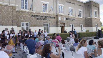 En Astra realizaron un festival y un abrazo simbólico para reclamar que la Municipalidad colabore con la recuperación del edificio de la antigua administración que la compañía Astra construyó en 1917.