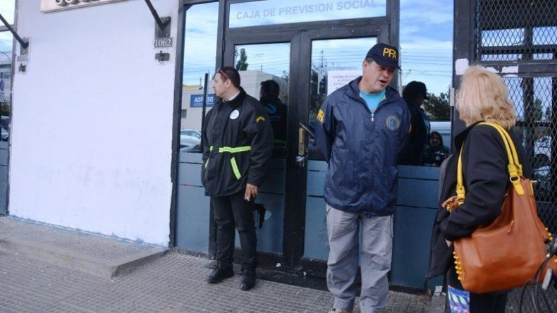 Policía Federal allanó la Caja de  Previsión Social de Santa Cruz