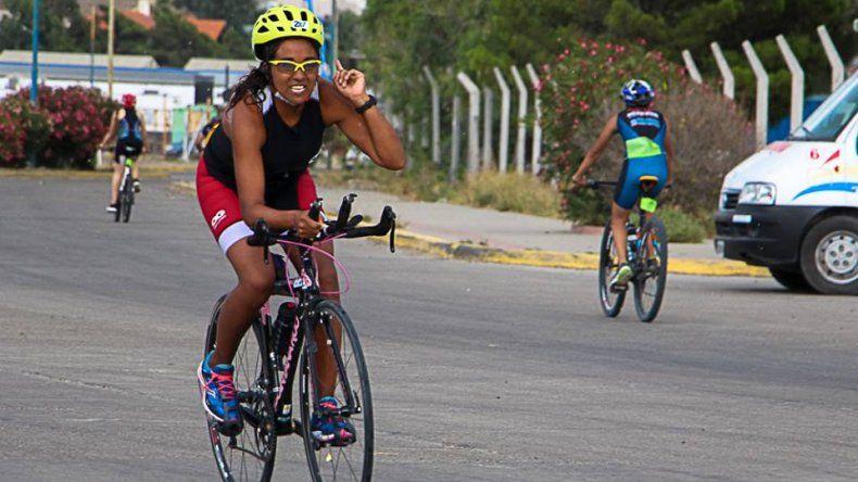 Iris Barrionuevo y Emanuel Rosales  fueron los dueños del Fast Triatlón
