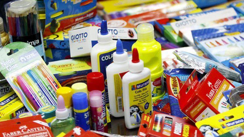 Acuerdan valores para una canasta escolar de 20 productos a 450 pesos