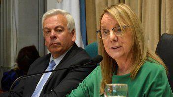 La gobernadora Alicia Kirchner reiteró que continuará protegiendo el empleo público provincial y cuestionó las políticas nacionales que perjudican a la región patagónica.