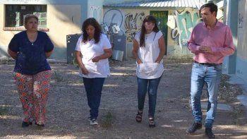 En su recorrida por edificios escolares donde se están realizando trabajos de refacción, Pablo Grasso estuvo acompañado por la directora para la zona norte del IDUV, María Ester Labado.
