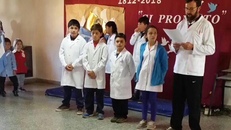 Alumnos de la Escuela N° 97 de Atilio  Viglione prometieron lealtad a la Bandera