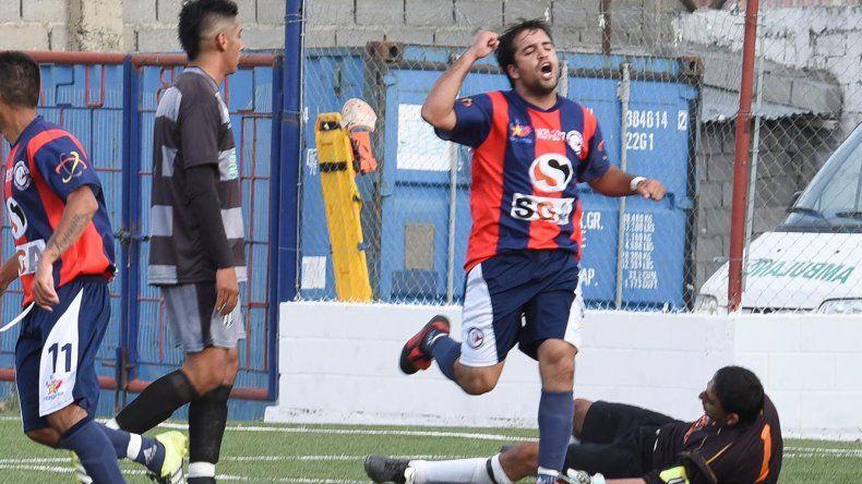 Fernando Calculef marcó ayer dos goles justo en el día de su cumpleaños número 28.