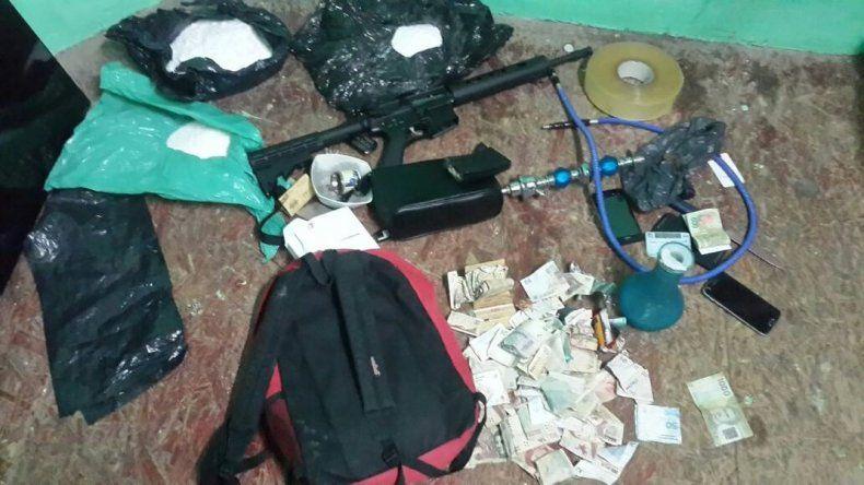 Un detenido y tres demorados en operativo por narcomenudeo en el barrio Ceferino